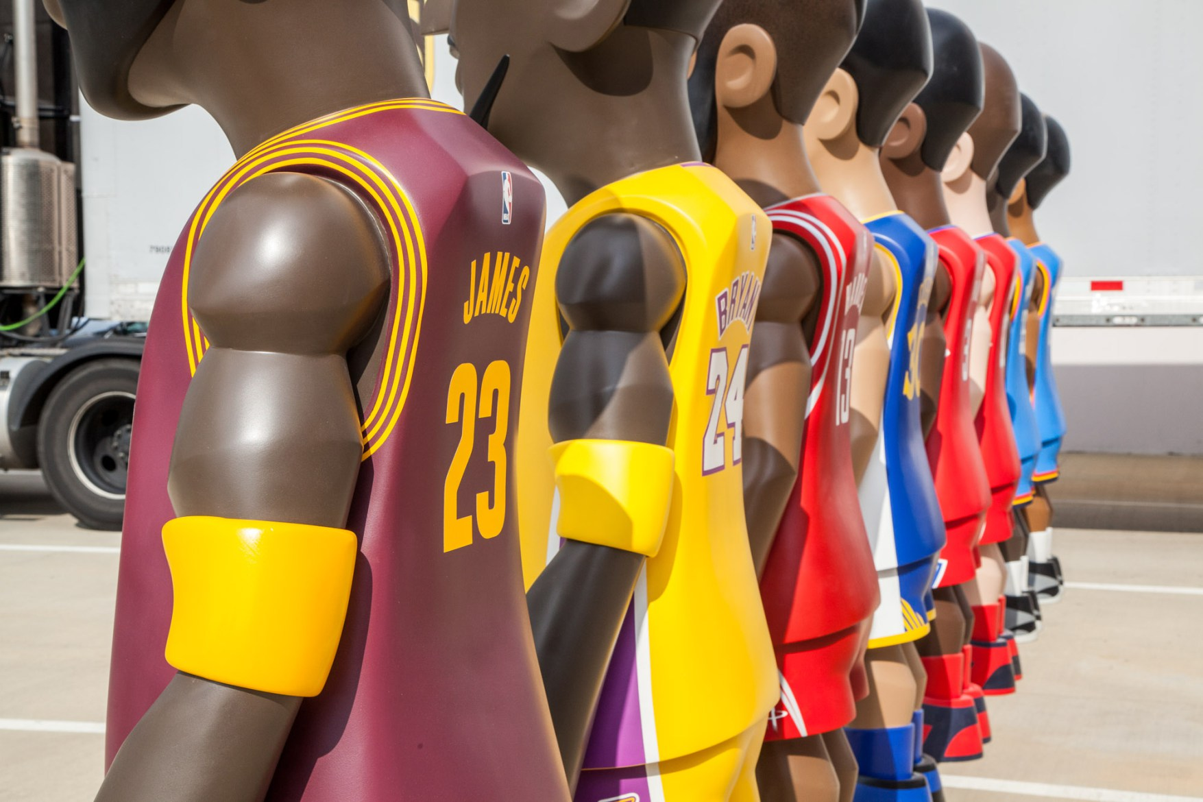 Mindstyle  Cool Rain  NBA 7-Foot Player Collectibles
