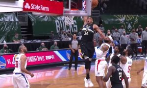 Giannis Antetokoumpo dunk NBA